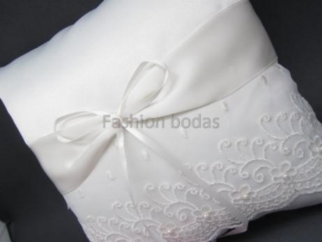 Cojín para anillos de boda - BLANCO roto con lazo y perlas 1393