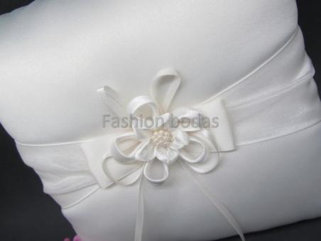 Cojín para anillos de boda - BLANCO roto CON LAZO 2