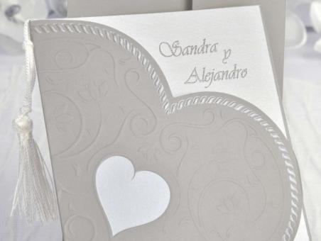 Invitación de boda elegante corazon gris 35103