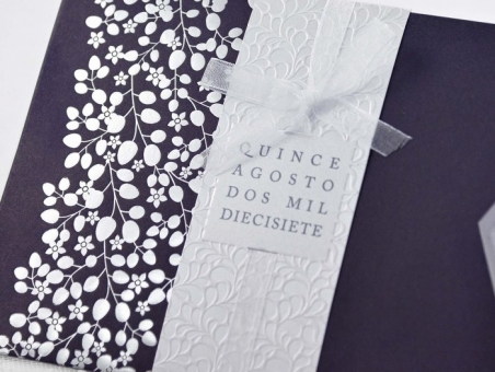 Invitación de boda barata elegante morada clasica 39111