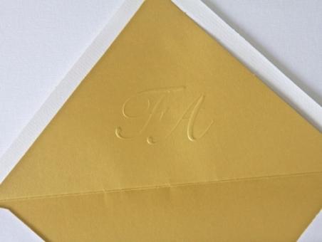 Invitación de boda clasica tarjeton con forro dorado