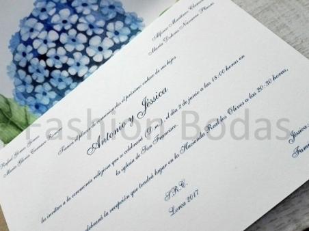 Invitación de boda clásica con flor de HORTENSIA azul