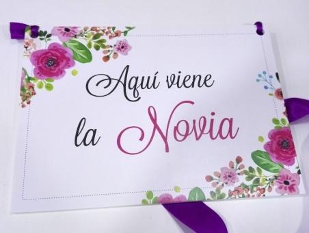 Cartel AQUI VIENE LA NOVIA Flores Rosas para boda