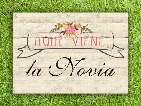 Cartel AQUI VIENE LA NOVIA para boda con flores