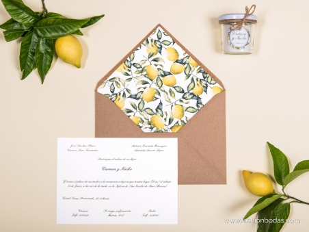 Invitaciones de boda clásicas con motivos de limones y ramas naturales