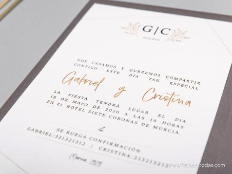 Invitaciones de boda sencillas con motivos geométricos, logo y letras doradas