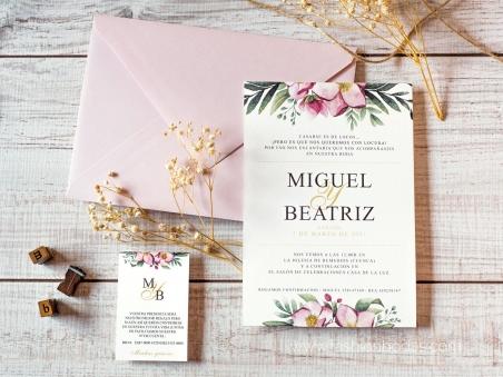 Invitaciones de boda modernas con flores rosas y elementos de naturaleza.