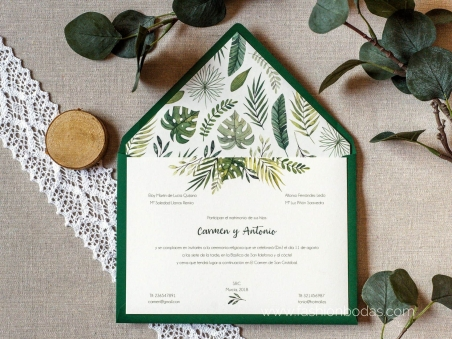 Invitaciones de boda clásicas con hojas verdes  y letras caligrafía modernas y sobre forrado
