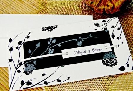 Invitacion de boda barata blanco y negra flores 32704